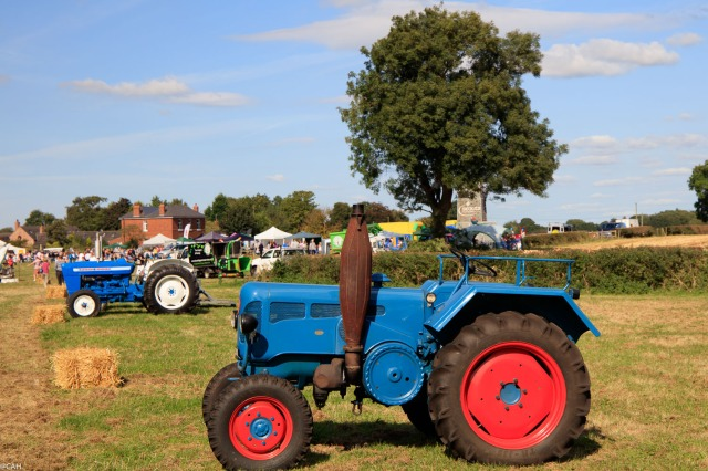tractor-at-smallwood-fete-17-sep-2016-1